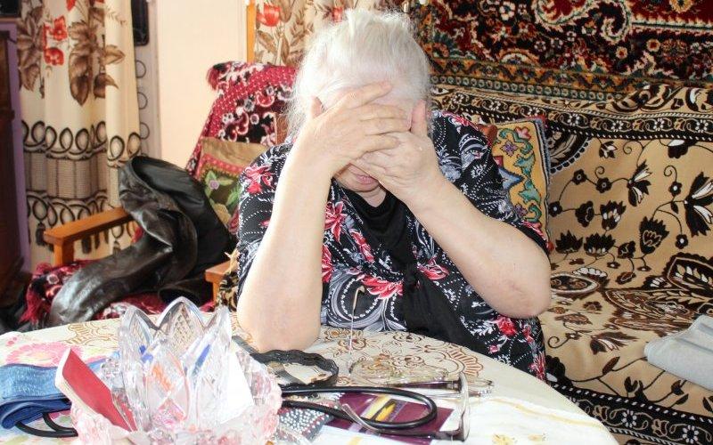 Лжекоммунальщица оставила брянскую бабушку без пенсии