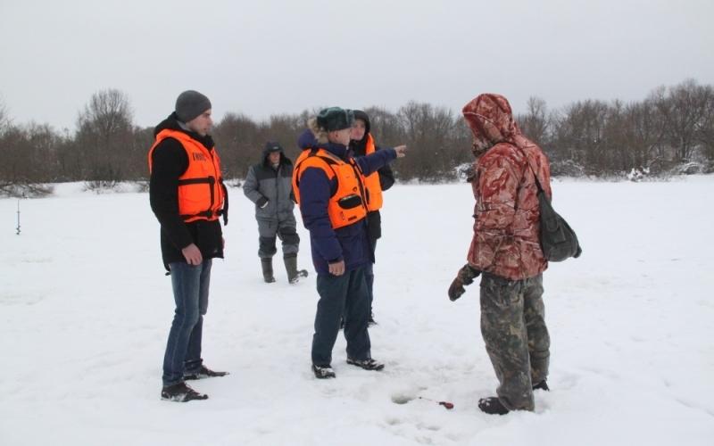 Брянские спасатели предупредили рыбаков наДесне обопасности