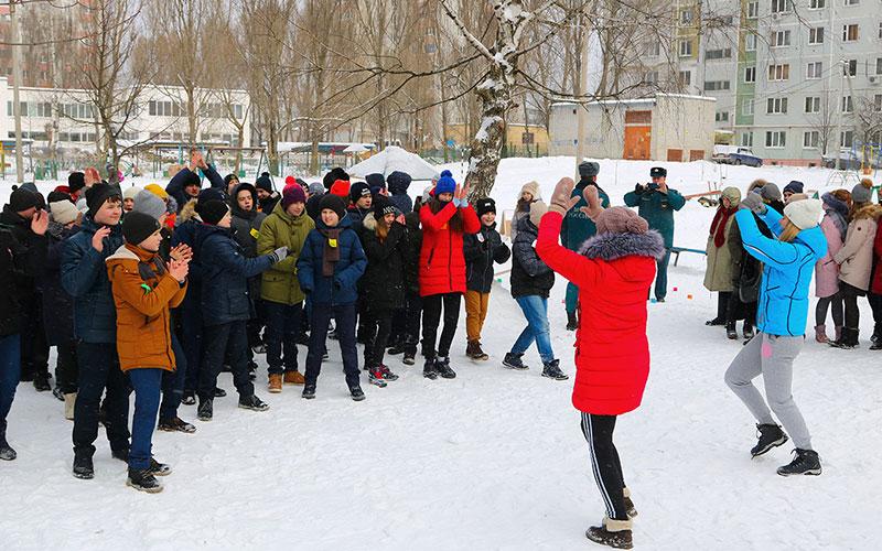 Вбрянских дворах празднуют день защитника Отечества