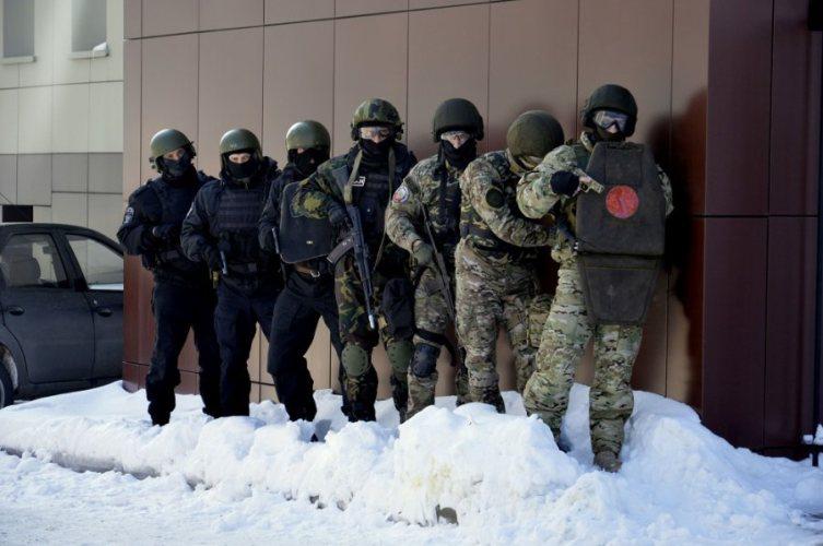 Брянский спецназ повязал условных террористов в центре города