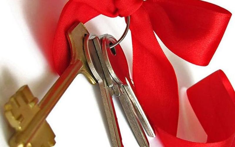 В Стародубе вручили ключи от квартир детям-сиротам