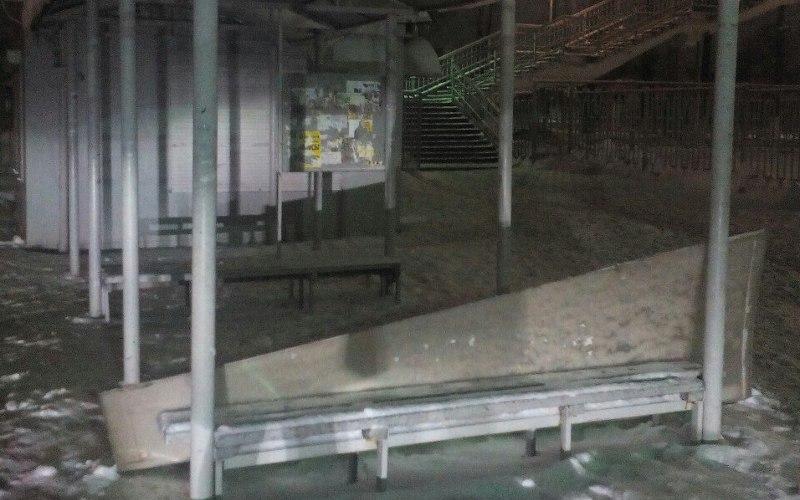 Обвалилась крыша остановки устанции Орджоникидзеград