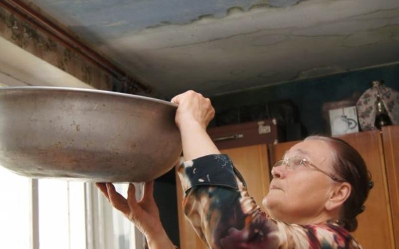 Карачевскую жилищную контору оштрафовали и заставили отремонтировать крышу