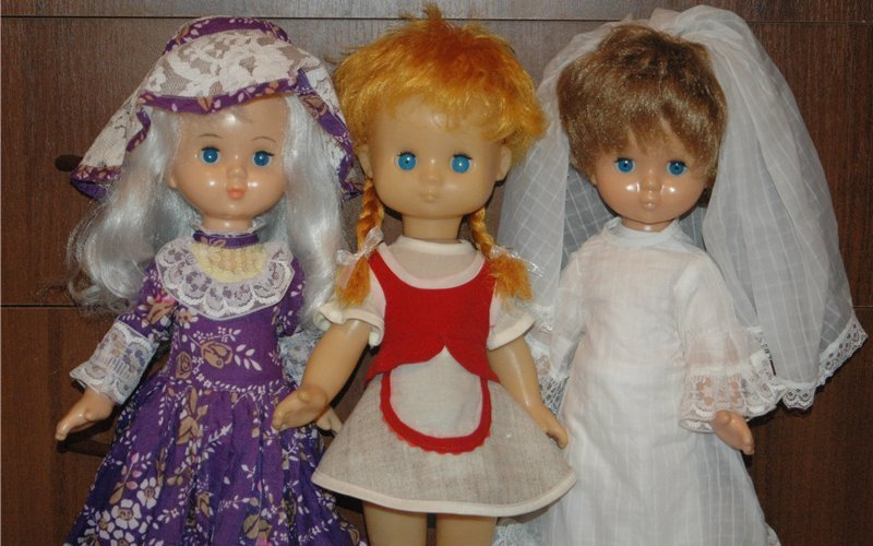 Родом из детства: в Брянске открылась выставка старинных игрушек