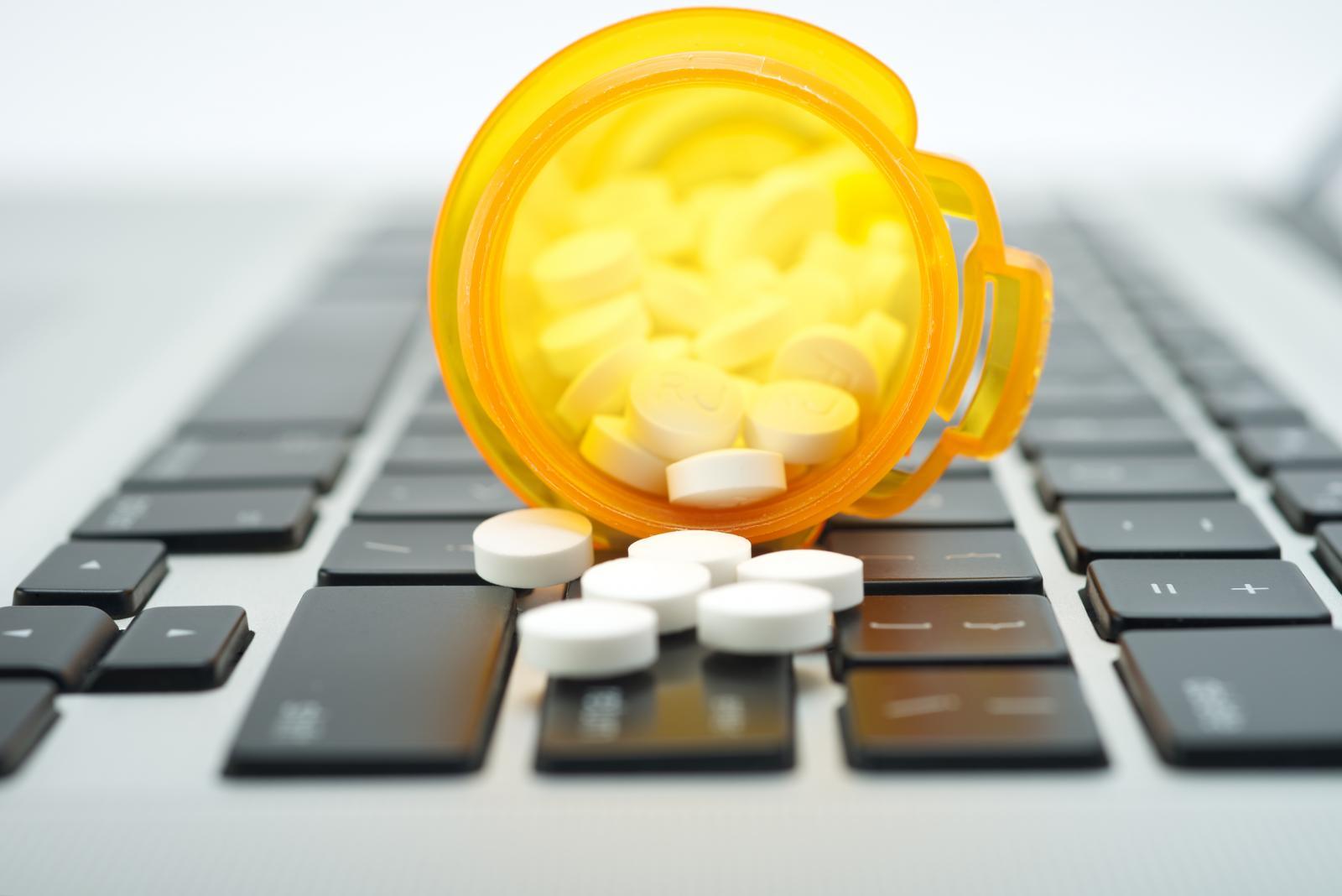 Онлайн-продажи лекарств ушли в офлайн
