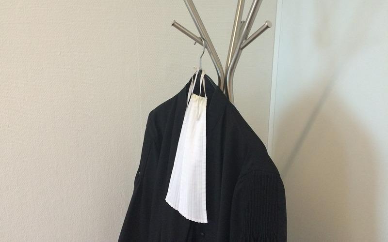Бежицкий судья рассмотрел дело без мантии