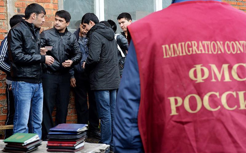 Госдума меняет правила постановки иностранцев научет