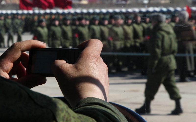 Минобороны запретило военным использовать соцсети