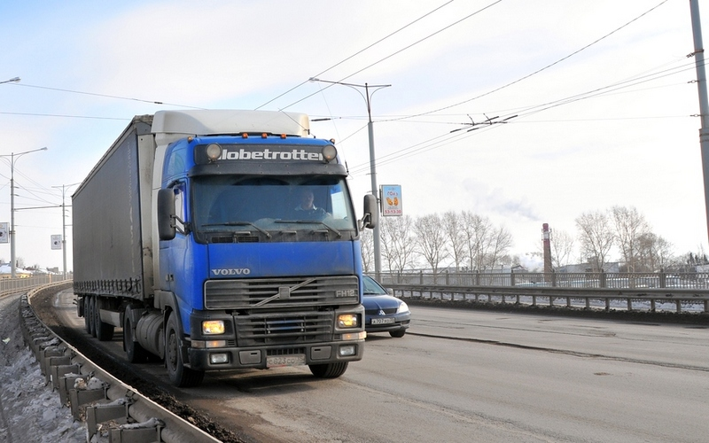 Мост в городе Фокино разрушают большегрузы