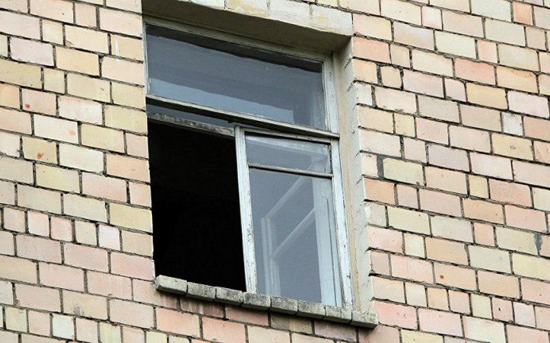 Соцсети: наулице Крахмалева выпал мужчина изокна