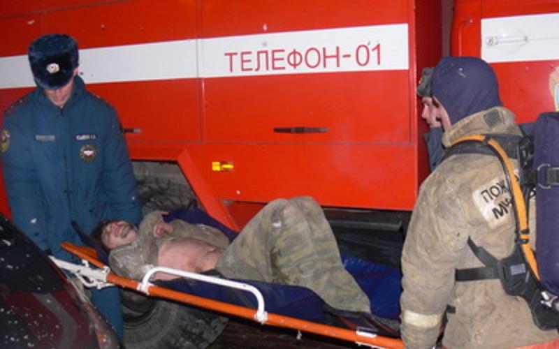 В Жуковском районе пожарные спасли мужчину из загоревшегося дома