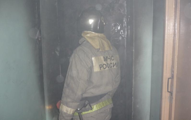 Загорелась квартира вдвухэтажном доме поулице Советской