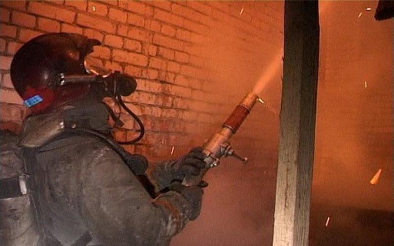 В почепской Речице спасатели вынесли из огня мужчину