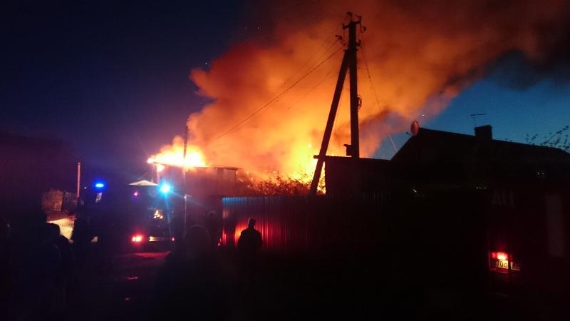 Сегодня ночью в Севском районе Брянска загорелся жилой дом