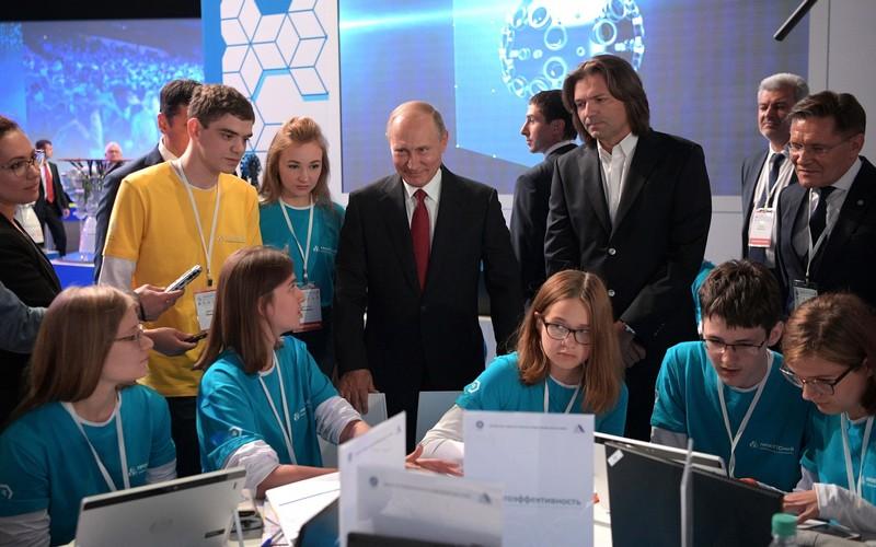 Брянских школьников ждут виртуальные уроки профессиональной навигации