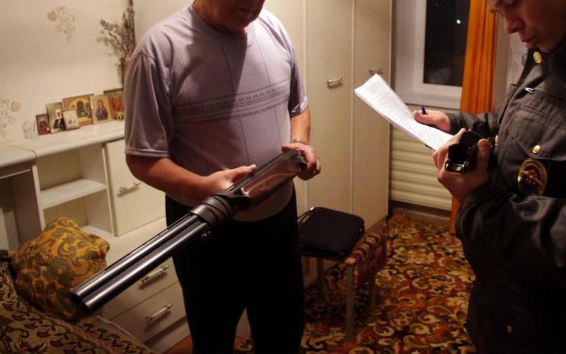 Убрянского губернатора проверили оружие