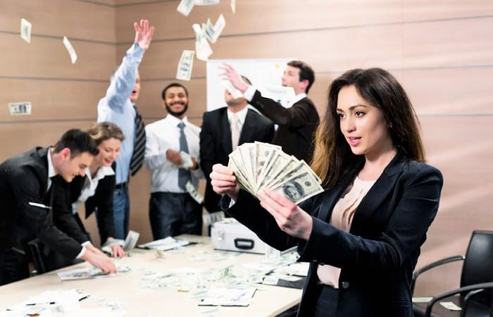 Психологи выяснили сколько надо денег для счастья