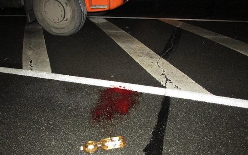 На брянской трассе мужчина погиб под колесами КамАЗа
