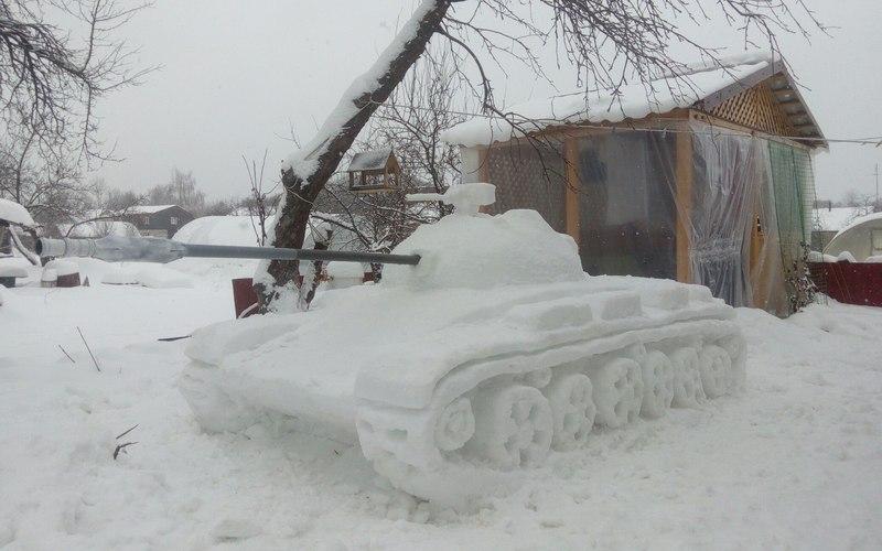 ВБелых Берегах встал на прикол белоснежный танк