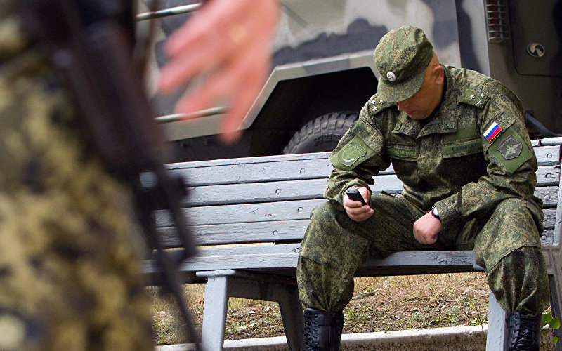 Российских офицеров вооружили секретными мобильниками за115 тысячрублей