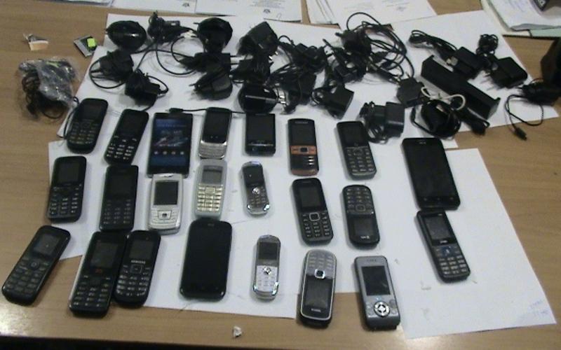 До заключенных брянской колонии №2 не доехал КамАЗ с партией мобильников