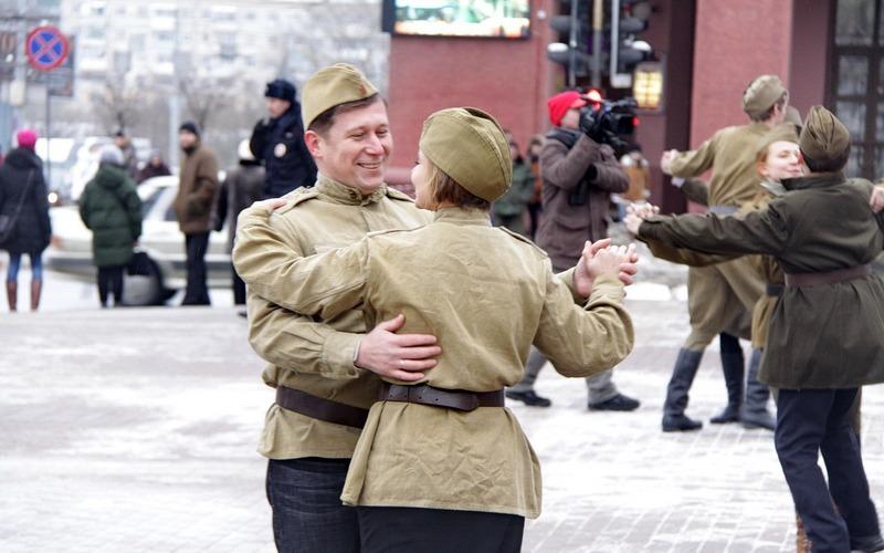 Брянцы вальсировали на Театральной площади