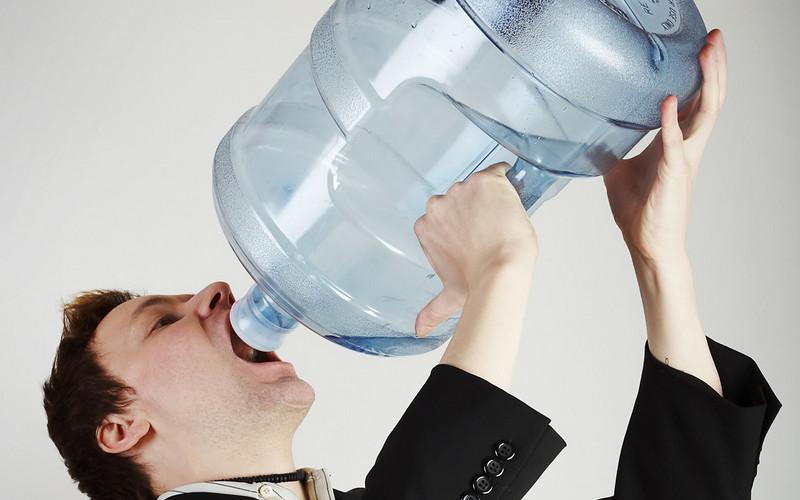 Почему люди покупают бутилированную воду