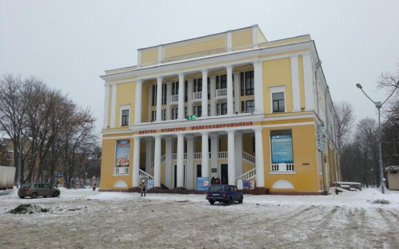 Во Дворце культуры железнодорожников в Брянске обвалились потолочные плиты