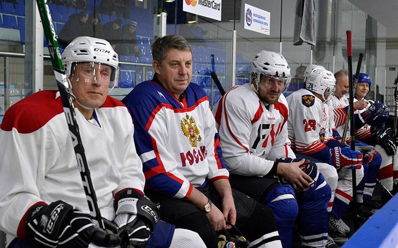 Звезды кино и спорта сыграют в хоккей против брянских чиновников