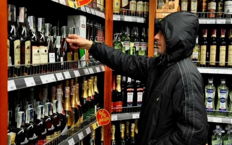 Житель брянской многоэтажки нашел управу на алкомагазин