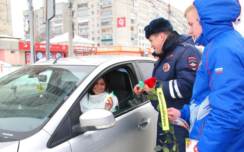 В Брянске праздничный патруль принесет 8 Марта в каждый дом