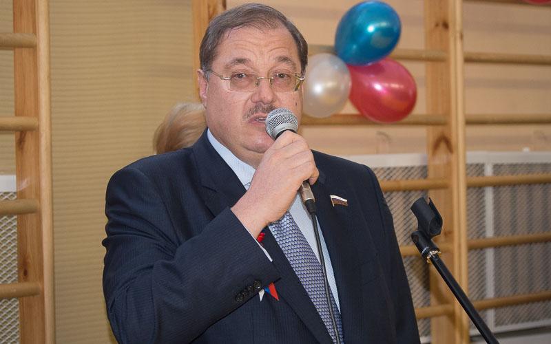 Депутат Госдумы Борис Пайкин поздравил брянских женщин с 8 Марта