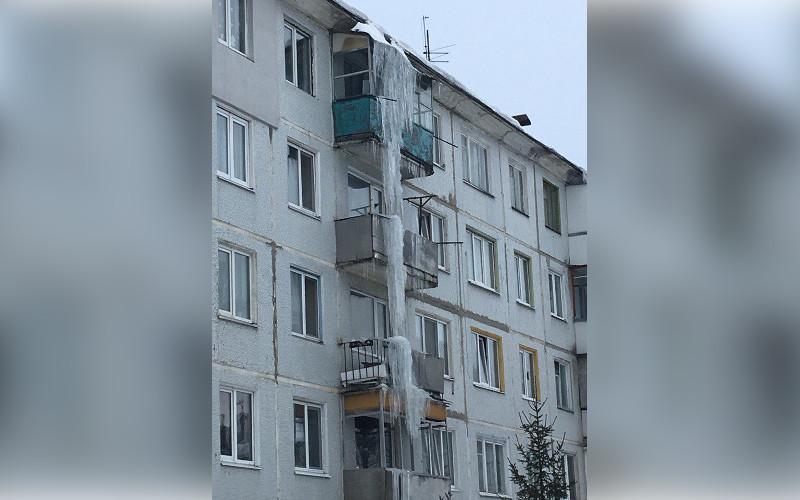 В Брянске сфотографировали рекордный ледяной «сталактит»