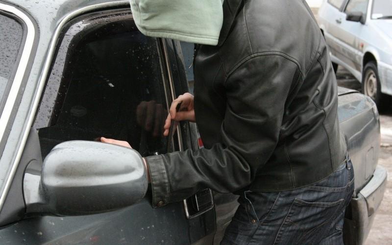 В Почепском районе юные любители чужих машин устроили гонки с полицией