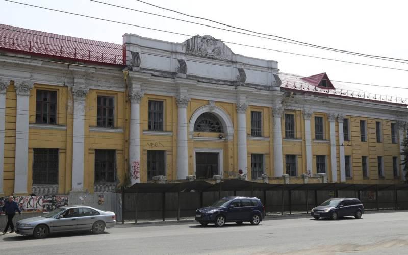 Губернатор обещал зарубль отдать зданиеДК «Арсенала»
