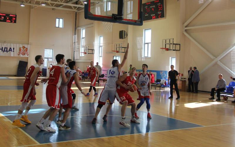 Баскетболисты «Брянска» вышли в плей-офф первенства округа с первого места