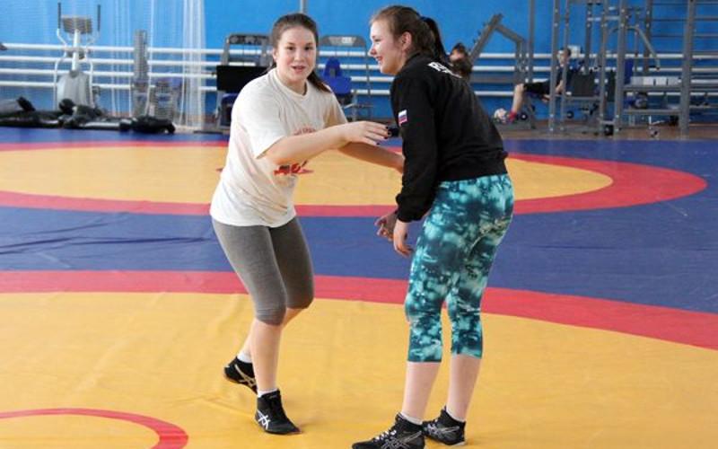 Брянская спортсменка Дарья Бобрулько завоевала серебро первенства ЦФО по борьбе