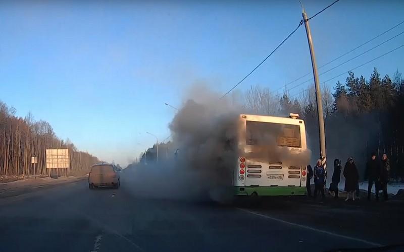 На трассе загорелся автобус «Брянск— Белые Берега»