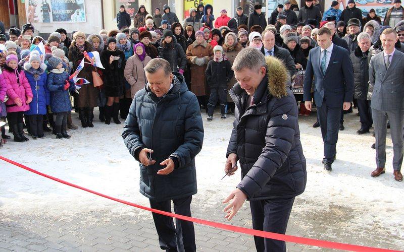 Экс-премьер Виктор Зубков открыл в Почепе спорткомплекс