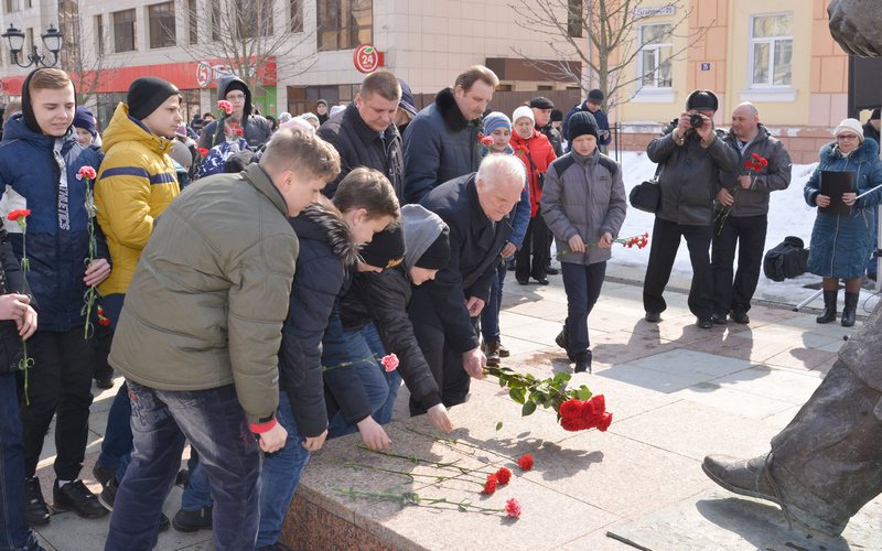 Он был рожден для неба: в Брянске почтили память Юрия Гагарина