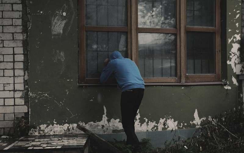Почепские полицейские задень нашли гуляку-вора  вПапсуевке