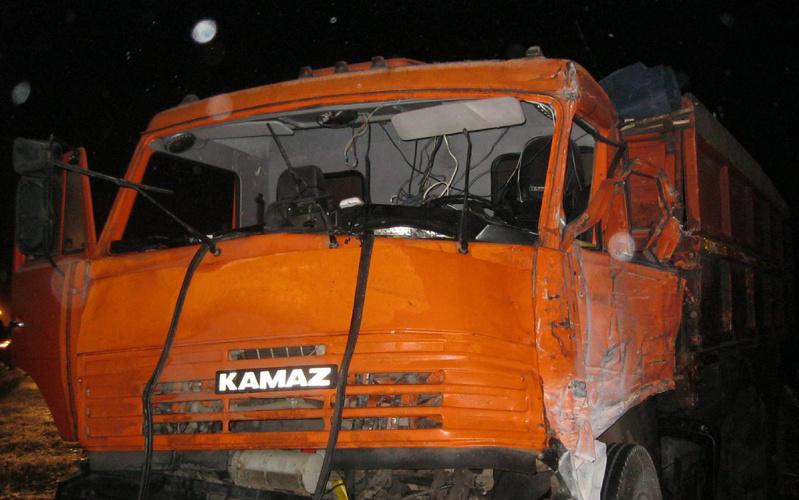 Ужас наобъездной возле Свени: «КамАЗ» смял легковушку