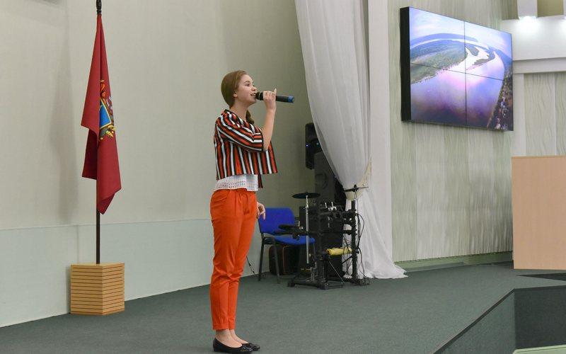 Финалистка шоу «Голос.Дети» Настя Гладилина спела для деятелей культуры