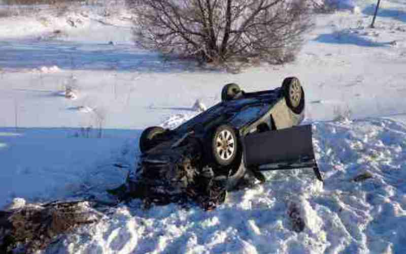 Под Унечей юный водитель едва не погубил себя и пассажирку