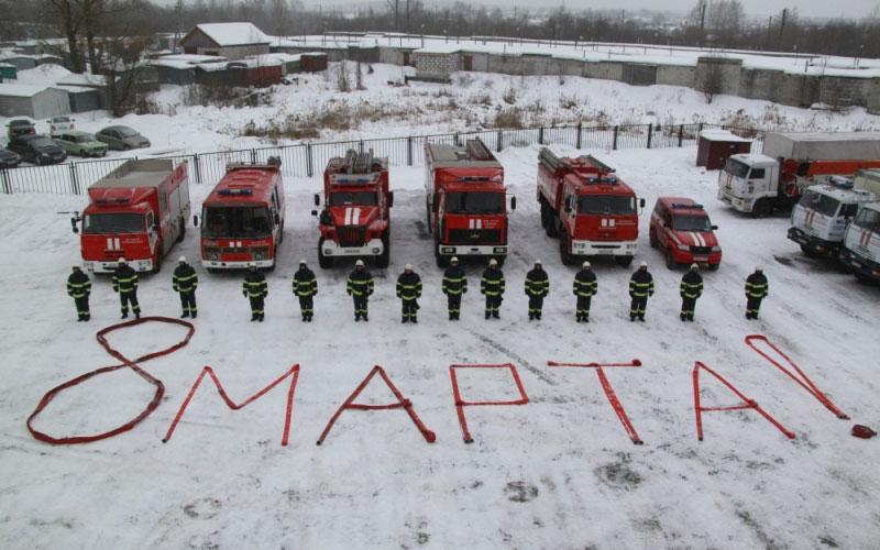 Брянские пожарные записали креативное видео к8Марта