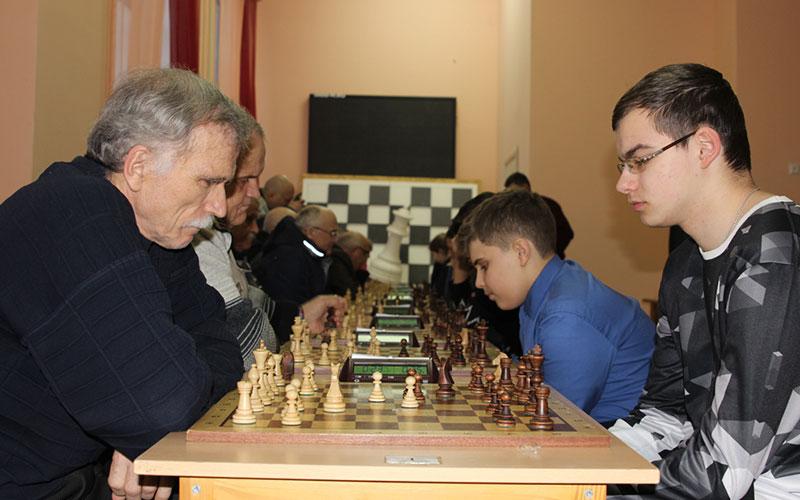 ВБрянске прошел матч поколений пошахматам