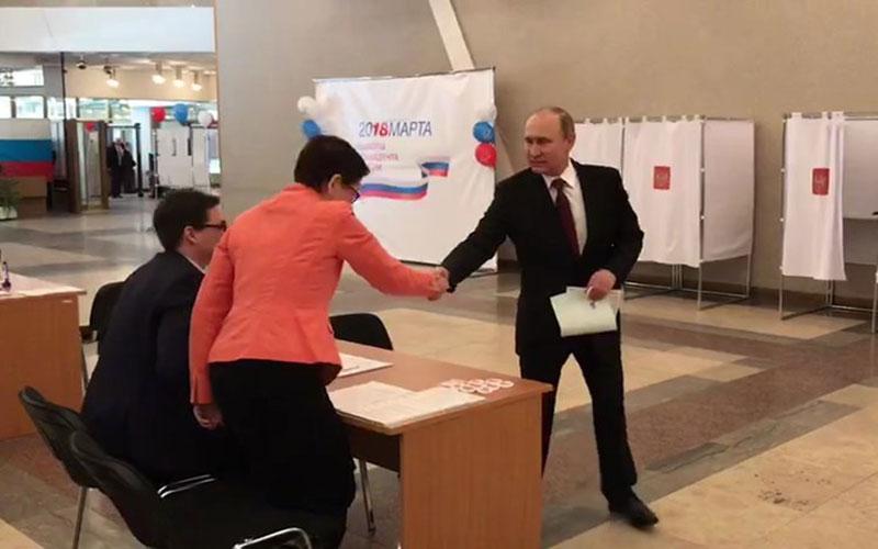 Путин проголосовал вМоскве навыборах президента