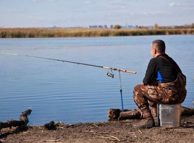 Брянским рыбакам запретили ловить рыбу