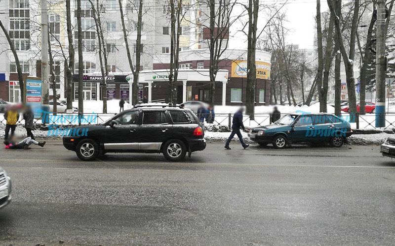 ВБрянске под колеса легковушки угодили две женщины