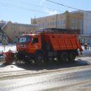 В Брянске дорожники вновь ведут неравный бой со снегопадом